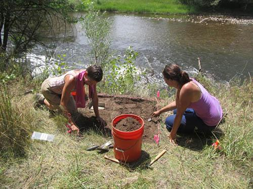 River view test unit at the Camp Collins site: (L-R): Susan Kuznik, Carlye Schaeffer.