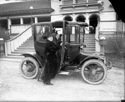 An Electric Automobile (1925)