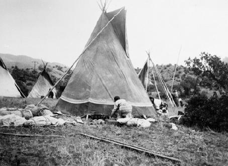 Finishing touches on a tepee