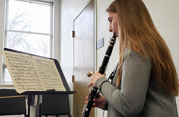 Jacie Matzke playing the clarinet