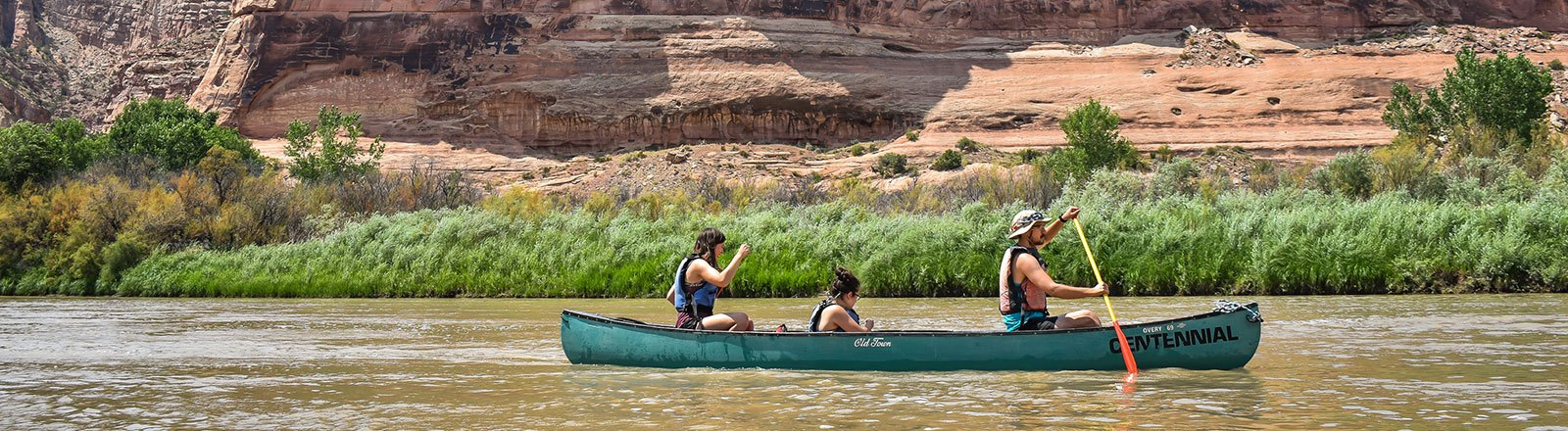 Geography students in canoe at the Colorado River